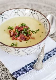 Potatissoppa med parmesan och baconströssel Quick Easy Vegan, Swedish Recipes, Dessert For Dinner, Recipe For Mom, Sweet And Spicy, Everyday Food, What To Cook, Soul Food, Food Hacks