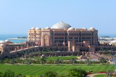 Abu Dhabi - Jetzt buchen! |Tai Pan Ferrari World Abu Dhabi, Abu Dhabi Grand Prix, Skyline, Resort Villa, Shopping Malls, Palace Hotel, National Museum, Taj Mahal, Tourism