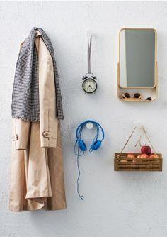 IKEA Deutschland | Das Naturmaterial Bambus mit seinem lebendig-warmen Ausdruck ist hier kombiniert mit stilreinem Stahl und Glas. Mit Produkten in robusten, pflegeleichten Materialien sorgt die RIMFORSA Serie für Ordnung auf der Arbeitsfläche. #Flur #Aufbewahren #Aufhänger #Garderobe
