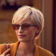 2018 Long Pixie Hairstyle If you don't have in mind the type of hairstyle you are going to do when next you are designing your hair, try these 2018 Latest Longer Pixie Hairstyles. Short Haircuts With Bangs, Long Pixie Hairstyles, Short Hairstyles For Women, Haircut Short, Hairstyles 2018, Teenage Hairstyles, Quick Hairstyles, Women Short Hair, Stylish Short Haircuts