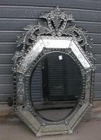 1000 id es sur miroirs v nitiens sur pinterest salle de bains meubles avec miroir et antiquit s. Black Bedroom Furniture Sets. Home Design Ideas