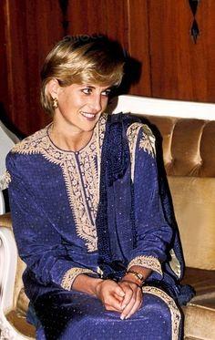 """ Princess Diana in Lahore, Pakistan in May, 1997. Wearing beautiful traditional dress of Pakistan called 'Shalwar Kameez'. """