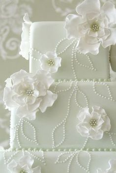 Looking for a wedding cake that will stand out from all the rest? Check out these 30 impressive white wedding cake designs!