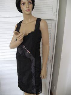 Robe satin brodée perles, strass créée par Lise B.  lisebcreations@gmail.com