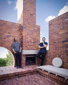 DOUBLE COURTYARD HOUSE Vokes and Peters use PGH Bricks & Pavers. A unique blend of five different bricks, yielding a surface quality and nuanced colour palette similar to that of a recycled brick. Brick Edging, Brick Pavers, Outdoor Tiles, Outdoor Rooms, Paris France, Modern Outdoor Fireplace, Brick Steps, Recycled Brick, Courtyard House