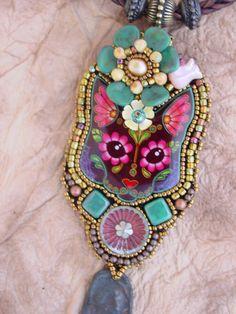 Kitty Sugar Skull Necklace por HeidiKummliDesigns en Etsy
