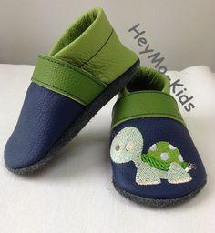 Krabbelschuhe, Krabbelpuschen  *Schildkröte blau * von HeyMo Kids auf DaWanda.com