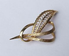 Modernist 9 Carat Gold Knotted Leaf Brooch  by HazeArtandAntiques
