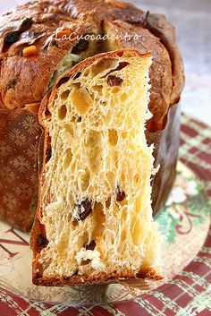 ITALIAN PANETTONE CAKE RECIPE - This traditional Italian Panettone Recipe was originally a Christmas sweet bread but make it once and you'll want it on your table at every holiday! Italian Bread Recipes, Sourdough Recipes, Pastry Recipes, Baking Recipes, Dessert Recipes, Desserts, Panettone Rezept, Panettone Cake, Stollen Bread