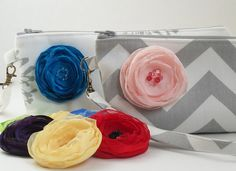 Only 9 hours left to enter to win a chevron clutch with your flower choice from @Paperflora or $30 shop credit! She has beautiful pieces for brides, bridesmaids and all things wedding!