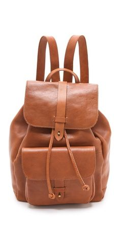 A leather Madewell rucksack opens with a billeted strap and drawstring top. The lined interior features a zip pocket and two notched pockets, and an exterior flap pocket offers easy access to essentials. My Bags, Purses And Bags, Fashion Bags, Fashion Backpack, Backpack Bags, Style Fashion, Cute Bags, Looks Style, Mode Style