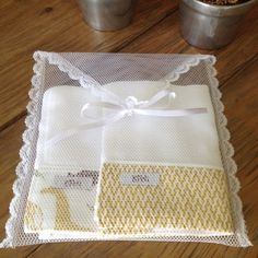 Paper Bag Crafts, Baby Sheets, Creative Wedding Favors, Baby Kit, Crochet Baby Booties, Craft Business, Applique Designs, Baby Sewing, Handmade Bags