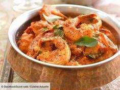 Recette Poêlée de crevettes curry coco. Ingrédients (4 personnes) : 1,2 kg de crevettes roses crues, 25 cl de lait de coco, 25 cl de crème liquide... - Découvrez toutes nos idées de repas et recettes sur Cuisine Actuelle Curry Coco, Prawn Curry, Indian Food Recipes, Ethnic Recipes, Warm Food, Linguine, Curry Recipes, Spices, Stuffed Peppers