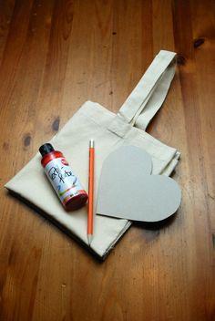 DIY - Tasche mit Textilfarbe selber gestalten!  http://barfussimnovember.com