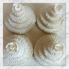 great idea for Wedding cupcakes/cakes