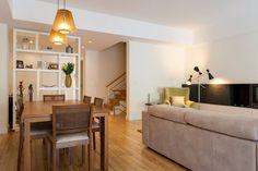 Sala Comum Mesa de refeições / cadeiras / candeeiros / estante / sofá
