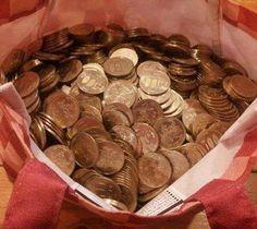 吸ったつもりで、 たばこ銭を毎日貯めてたら、 500円玉がこんなに貯まった。 お金がたまって肺がきれいになって、 たばこをやめて良かった。 愛煙家の皆様、禁煙に挑んでみませんか。
