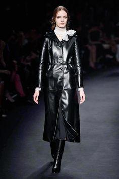 Paris Fashion Week FW 2015-2016 Valentino #Paris #catwalk #silkgiftmilan #fashion