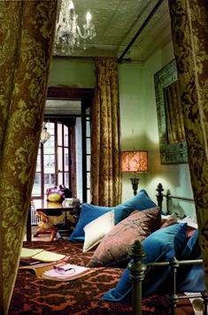 Gerard Butler bedroom ...