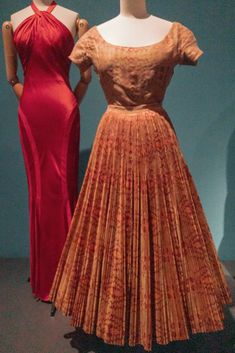 The silhouette of the red dress is almost as amazing as the pleated skirt. American Entrepreneurs, Great Lengths, French Fashion, Fashion History, Dressmaking, Pleated Skirt, Paris Fashion, New Dress, Nyc