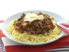 This classic Italian winner never fails to delight both young and old in the family. A rich tomato and beef sauce served with tender spaghetti for a delicious and hearty meal. Lasagne Recipes, Pasta Recipes, Mince Recipes, Beef Recipes, Italian Chicken Soup, Pork Ragu, Seafood Risotto, Beef Sauce, Bolognese Recipe