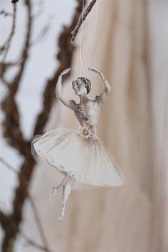 Ballerine en carton et tulle de Jeanne d'Arc Living en vente sur www.perledelumieres.com