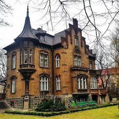 Beautiful stunning victorian gothic architecture this beautiful dream home may be as sinister looking but has Victorian Architecture, Beautiful Architecture, Beautiful Buildings, Beautiful Homes, Beautiful Dream, Victorian Style Homes, Victorian Gothic, Dark Gothic, Abandoned Houses