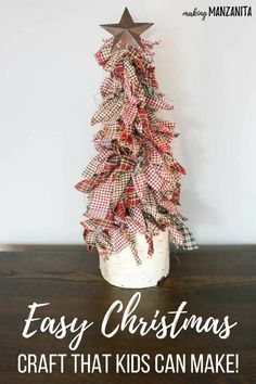 Easy Christmas craft that kids can made ! Learn how to make these primitive mini Christmas trees with homespun fabric, wooden dowel, metal star and birch wood pillar stand. Fits right in with rustic country Xmas decorations. Holiday craft ideas that kids Primitive Christmas Tree, Mini Christmas Tree, Rustic Christmas, Primitive Snowmen, Primitive Christmas Decorating, Simple Christmas Trees, Farmhouse Christmas Trees, Cowboy Christmas, Primitive Fall