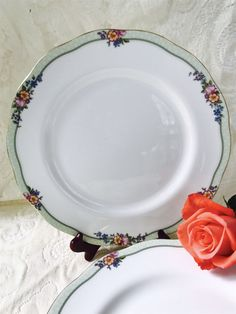 Royal Albert HARTINGTON 10\  Dinner Plate England Floral Green Gold Trim & 2 Mikasa Italian Countryside Dinner plates White Made in Japan ...