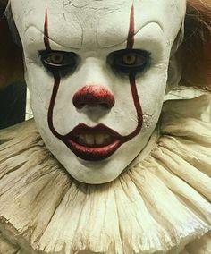 Pennywise the Dancing Clown you'll float too! Es Der Clown, Le Clown, Clown Faces, Creepy Clown, Clown Halloween, Halloween Make Up, Halloween Face Makeup, Clown Makeup, Costume Makeup