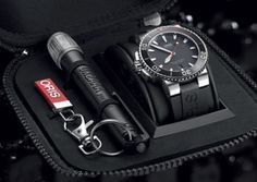 The new Oris Aquis Red Limited Edtion comes with a sepcial box including a waterproof torch. Oris Aquis, Tag Heuer Formula, Red Sea, Mechanical Watch, Wristwatches, Box, Accessories, Style, Watches