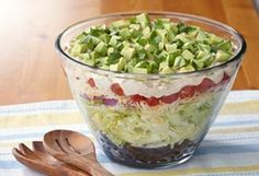 Meatless Layered Tex-Mex Salad-This is a healthy Weight Watchers 4 PointsPlus+ recipe. Could be used as either a main menu item or a side dish. #low #carb #recipes for #dinner