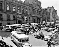 Calle Tacuba en 1953.