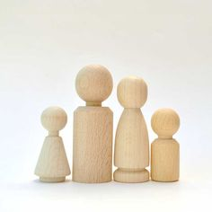 Wooden Doll Family of 4 Peg Dolls natural Wooden by LaFiabaRussa. €6,00, via Etsy.