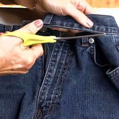 Turn Old Jeans Into A Garden Apron with no sewing! 47 sec video, so unbelievably easy! I made a few out of my son's worn out jeans and they're a huge hit for them - even just around the house. How Do You Turn Old Jeans Into A Garden Apron? Jean Crafts, Denim Crafts, Sewing Hacks, Sewing Crafts, Sewing Projects, Jean Apron, Sewing Aprons, Denim Aprons, Sewing Jeans