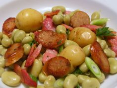 Welsh Recipes: Warm Dragon Sausage Salad with broad beans and bacon https://www.facebook.com/photo.php?fbid=597946510227653=a.134735423215433.17340.131420090213633=1