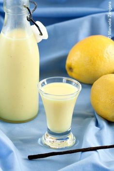 A tutorial on how to make home-made Crema di Limoncello - the traditional italian way! Homemade Liqueur Recipes, Homemade Alcohol, Homemade Liquor, Homemade Art, Summer Drinks, Cocktail Drinks, Fun Drinks, Cocktail Recipes, Beverages