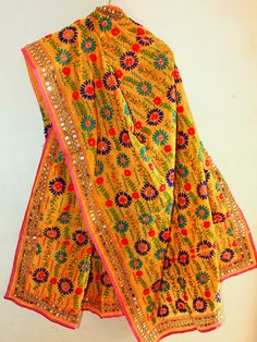 Handloomed, Handcrafted and unique collectibles and natural products with essence of Indian tradition and ethnicity, shipped at your doorstep. Pakistani Wedding Outfits, Pakistani Dresses, Indian Outfits, Blouse Neck Designs, Blouse Styles, Dress Designs, Phulkari Embroidery, Really Cute Outfits, Satin Saree
