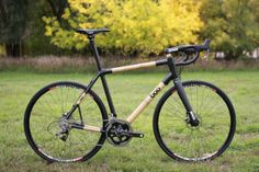Boo RS-R carbon and bamboo road bike with hydraulic disc brakes and integrated seat mast.