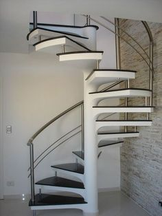 Risultati immagini per escada para espaço pequenos Spiral Staircase Kits, Spiral Stairs Design, Steel Railing Design, Staircase Railing Design, Small Staircase, Home Stairs Design, Interior Stairs, House Design, Building Stairs