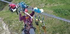 Neuentwicklungen erlauben mittlerweile die effektive Seilbahnrettung. Selbst ein Bergretter könnte die Insassen sicher bergen. ©Immoos #mountaintalk Bergen, Bicycle, Abseiling, Safety, Bicycle Kick, Bike, Trial Bike, Bicycles