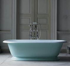 A luxuriously large roll top cast iron bath and its beautiful design provides an extremely comfortable bathing experience for two. Designed to be a freestanding bath tub with plinth. Squat, Black And Gold Bathroom, Cast Iron Bathtub, Vanity Basin, Roll Top Bath, Bathroom Gallery, Blue Bath, Ivy House, Bath Design
