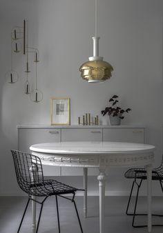 Minna Jones: Light grey kitchen ____ with brass details Oven Design, Kitchen Design, Modern Ovens, Light Grey Kitchens, House Ideas, Kitchen Nook, Kitchen Ideas, Monochrom, Modern Interior Design