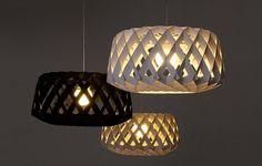 Pilke 60 er en dekorativ vakker pendellampe av bjørkefinèr laget av finske håndverkere.