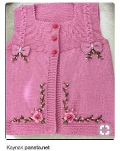 "diy_crafts-HUZUR SOKAĞI (Yaşamaya Değer Hobiler) ""This post was discovered by HUZ"", likes 69 comments"", ""Very nice embellishments"" Crochet Baby Blanket Sizes, Crochet Baby Hat Patterns, Baby Patterns, Crochet Baby Sandals, Crochet Baby Booties, Hat Crochet, Baby Hut, Cardigan Bebe, Baby Applique"