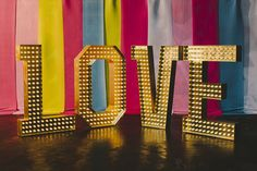 Sarah London Photography - GOLD - LUXURY LOVE - Doris Loves #lightupletters #luxurylove