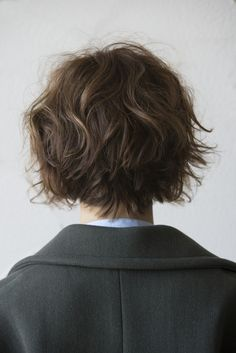 when i see all these wavy bob hairstyles and haircuts it always makes me jealous I absolutely love this wavy bob hairstyle and haircut so pretty! Perfect for fall and winter! Curly Hair Cuts, Wavy Hair, Short Hair Cuts, New Hair, Curly Hair Styles, Hairstyles Haircuts, Pretty Hairstyles, Pixie Haircuts, Hair Inspo