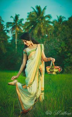 cute face ℳanmathan October 27 2018 at Beautiful Girl Photo, Beautiful Girl Indian, Beautiful Indian Actress, Beautiful Saree, Indian Photoshoot, Saree Photoshoot, Village Photography, Indian Wedding Photography, Wedding Couple Poses Photography