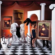 A night at the museum is a fun #Prom theme. Use checkerboard paper on the floor, columns to create depth and portrait props.