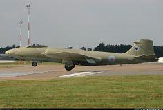 Electric Aircraft, Air Force Aircraft, Ww2 Aircraft, Military Jets, Military Aircraft, Martin Aircraft, English Electric Canberra, V Force, Military Pictures